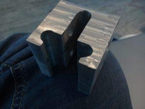 Ein Beispielstück aus gefrästem Aluminium